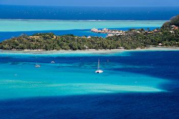 Croisière en catamaran dans les les Tuamotu et les îles sous le vent